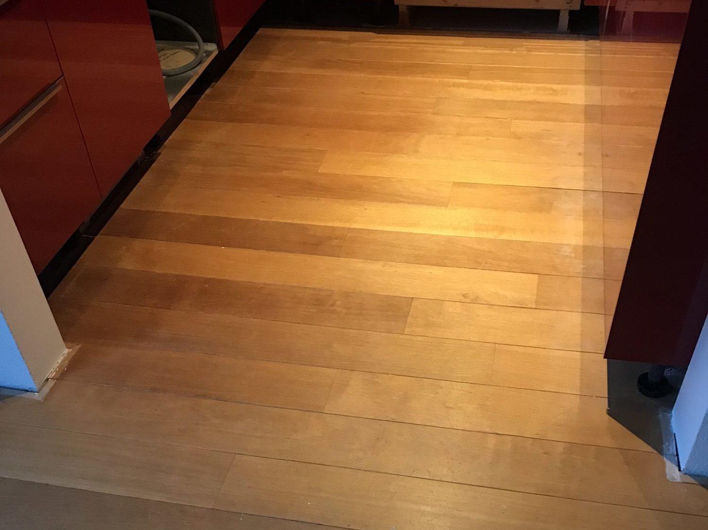 Robijnvloer keuken voor schuurbehandeling